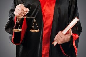 Sie haben einen Bußgeldbescheid erhalten? Dann kann Sie ein Anwalt für Verkehrsrecht unterstützen.