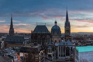Unsere Tabelle hilft Ihnen bei der Suche nach einem Anwalt für Verkehrsrecht in Aachen.