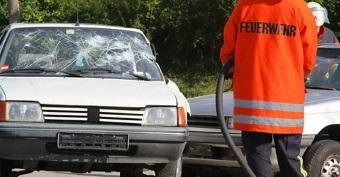 Autounfall: Was ist zu tun? Das erfahren Sie in diesem Ratgeber.