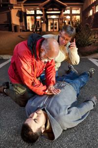 Auch im Erste-Hilfe-Koffer: die Rettungsbroschüre. Hier finden Sie die Grundlagen der Ersten Hilfe.