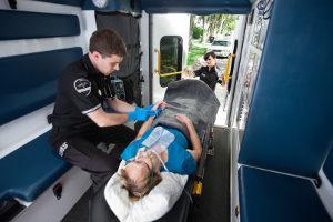 Erste Hilfe: Regeln Sie auch, dass die Rettungskräfte über die wichtigsten Informationen in Kenntnis gesetzt werden.