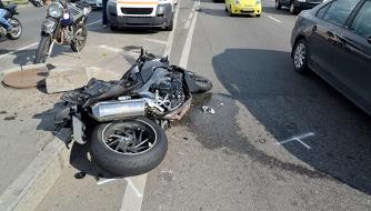 Fahrerflucht bei Personenschaden: Auch unterlassene Hilfeleistung ist strafbar.