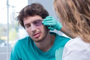 Wenn Sie fahrlässige Körperverletzung begangen haben, wird die Versicherung in der Regel die Kosten übernehmen.