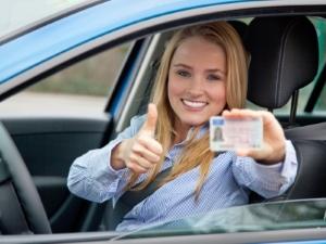 Bevor Sie den Führerschein erhalten, ist ein Erste-Hilfe-Kurs Pflicht.