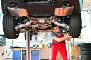 Die Gutachter vom TÜV führen u. a. die Hauptuntersuchung durch.