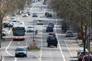 Schulbus, Linienbus, Reisebus: Ein Unfall mit den langen Gefährten ist nicht auszuschließen.
