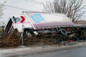 Viele Lkw-Unfälle sind auf Übermüdung und Unaufmerksamkeit der Fahrer zurückzuführen.