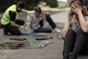 Nach einem Unfall: Was tun? Als Erstes ist der Unfallort abzusichern.