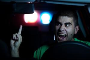 Nötigung im Straßenverkehr: Ausbremsen ist nicht erlaubt.