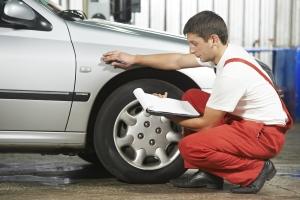 Der Sachverständige nutzt für die Reparaturbestätigung meist ein Formular.