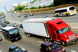 Bei Stau auf der Autobahn: Rettungsgasse bilden nicht vergessen!
