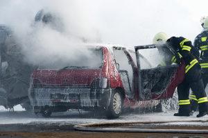 Immer öfter behindern Schaulustige am Unfallort die Rettungskräfte.