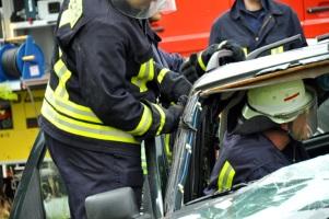 Ein durch Sekundenschlaf verursachter Unfall gefährdet Leben.