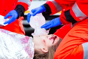 Tödlicher Unfall: Mit einem involvierten Lkw enden Kollisionen nicht selten mit Schwerstverletzten und Toten.