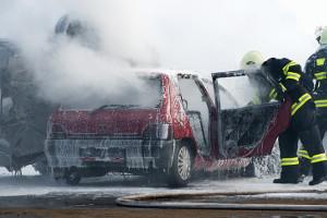 Bei einem Traktorunfall sind auch Pkw-Insassen stark gefährdet.