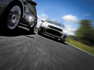 Vor einem Unfall auf der Autobahn steht nicht selten ein Geschwindigkeits- oder Abstandsverstoß.
