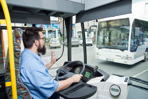 Unfall mit Bus: Beachten Sie die allgemeinen Regeln für das Verhalten am Unfallort.