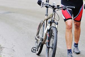 Ein Unfall mit dem Fahrrad ist aufgrund des fehlenden Schutzes besonders gefährlich.