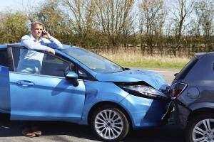 Sind Fahrer bei einem Unfall nicht angeschnallt, springt unter Umständen die Versicherung nicht ein.