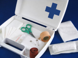 Ohne Verbandskasten keine erste Hilfe: Hier finden Sie die wichtigsten Utensilien!
