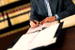 Der Zuständigkeitsbereich von einem Anwalt für Verkehrsrecht in Augsburg ist breit gefächert.